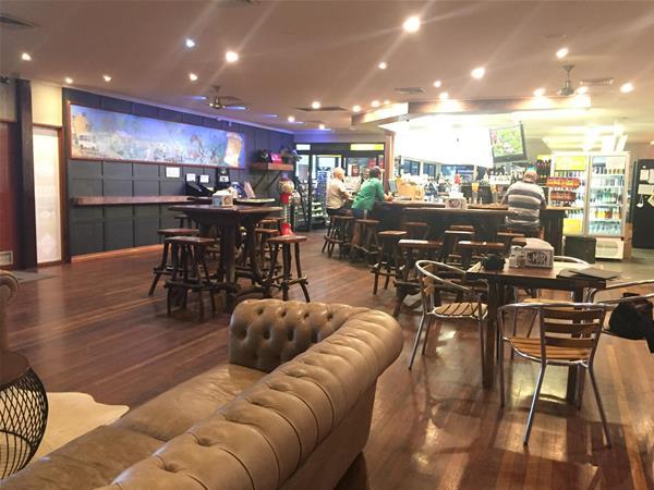 Hotel / Bar
