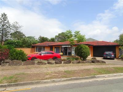 17 Thomas Drive Chevron Island QLD