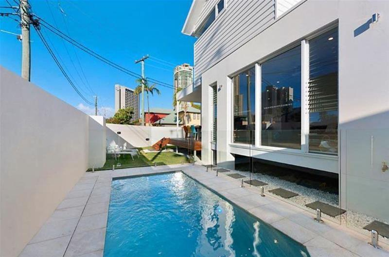 12A  Oak Avenue Surfers Paradise QLD