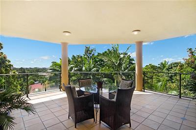137 K P McGrath Drive Elanora QLD