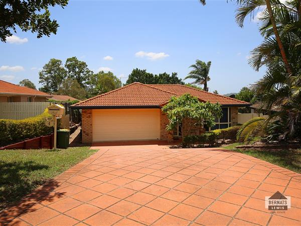 4 Holly Crescent, Windaroo  QLD  4207