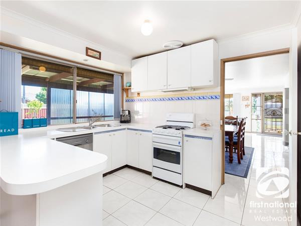 2 Buckingham Drive Werribee VIC